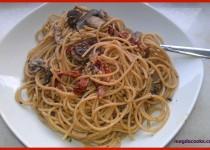 Mushroom & Sun-Dried Tomatoes Pasta